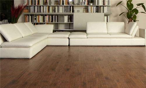 高�]木地板安�b
