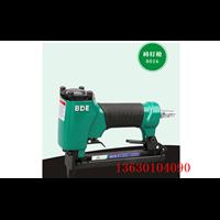 专业销售百得8016水泥木工专业码钉枪宽钉枪出口产品质量过硬