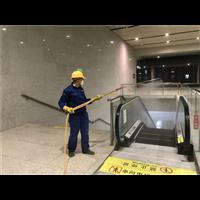 平南高铁站扶手电梯全面消毒