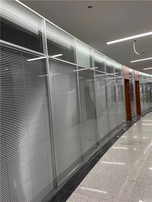 广元办公室隔断中屏风墙的应用
