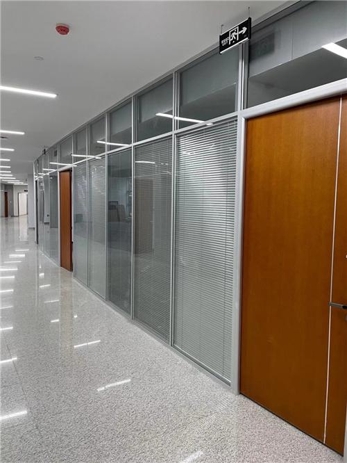 安装广元爱游戏电竞网址时怎么选钢化玻璃