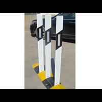 轩熠公路道路柱式PVC轮廓标 百米桩 单面反光轮廓标
