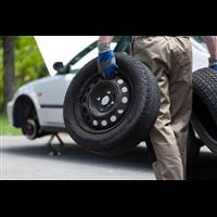 台山拖车公司提供更换备胎服务