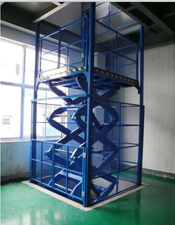 剪叉式升降�梯