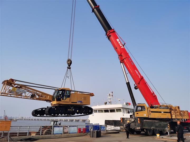 浙江省温州起重吊装有限公司出租80吨履带吊
