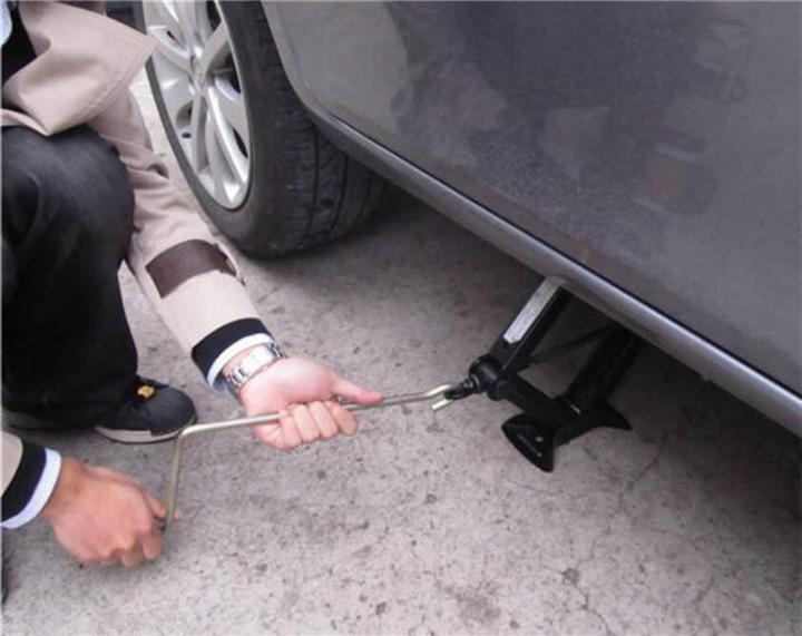 平度市汽車高速路救援現場修理