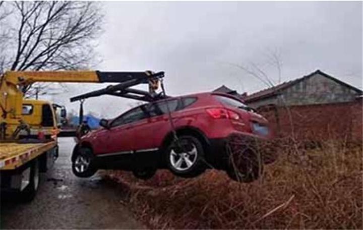 平度汽車脫困救援大型吊車履帶牽引經驗豐富